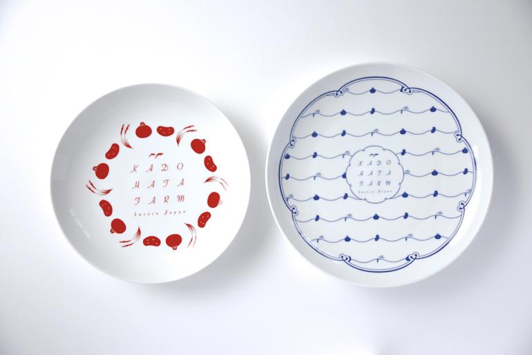 引き出物の皿。デザインはPRISM! 制作は波佐見の和山さん。